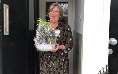 Eerste buur verrast dankzij het Lief en Leedpotje in de Vlielandsestraat